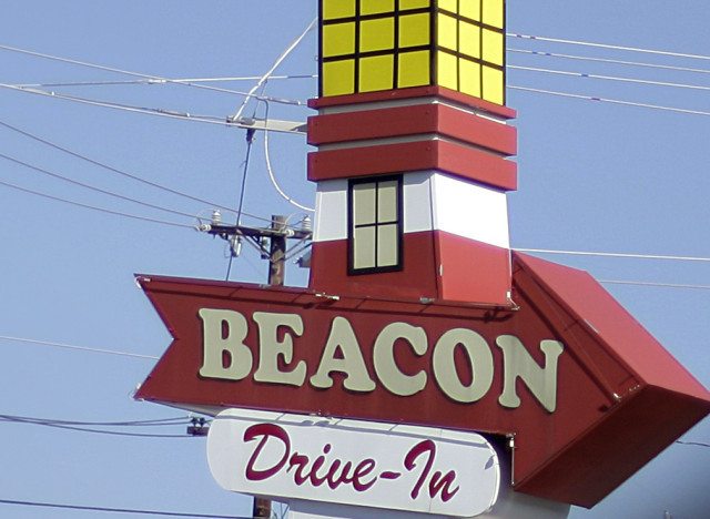 "Beacon Drive-In opened in 1946, but there's still curb service bringing out typical fast-food fare -- <a href=""http://www.the"