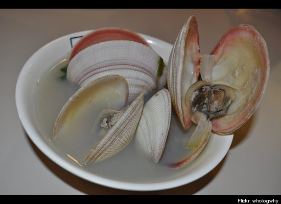 Clams take the number 10 spot on the list of seafood most consumed by Americans, with 0.341 pounds per capita. According to M