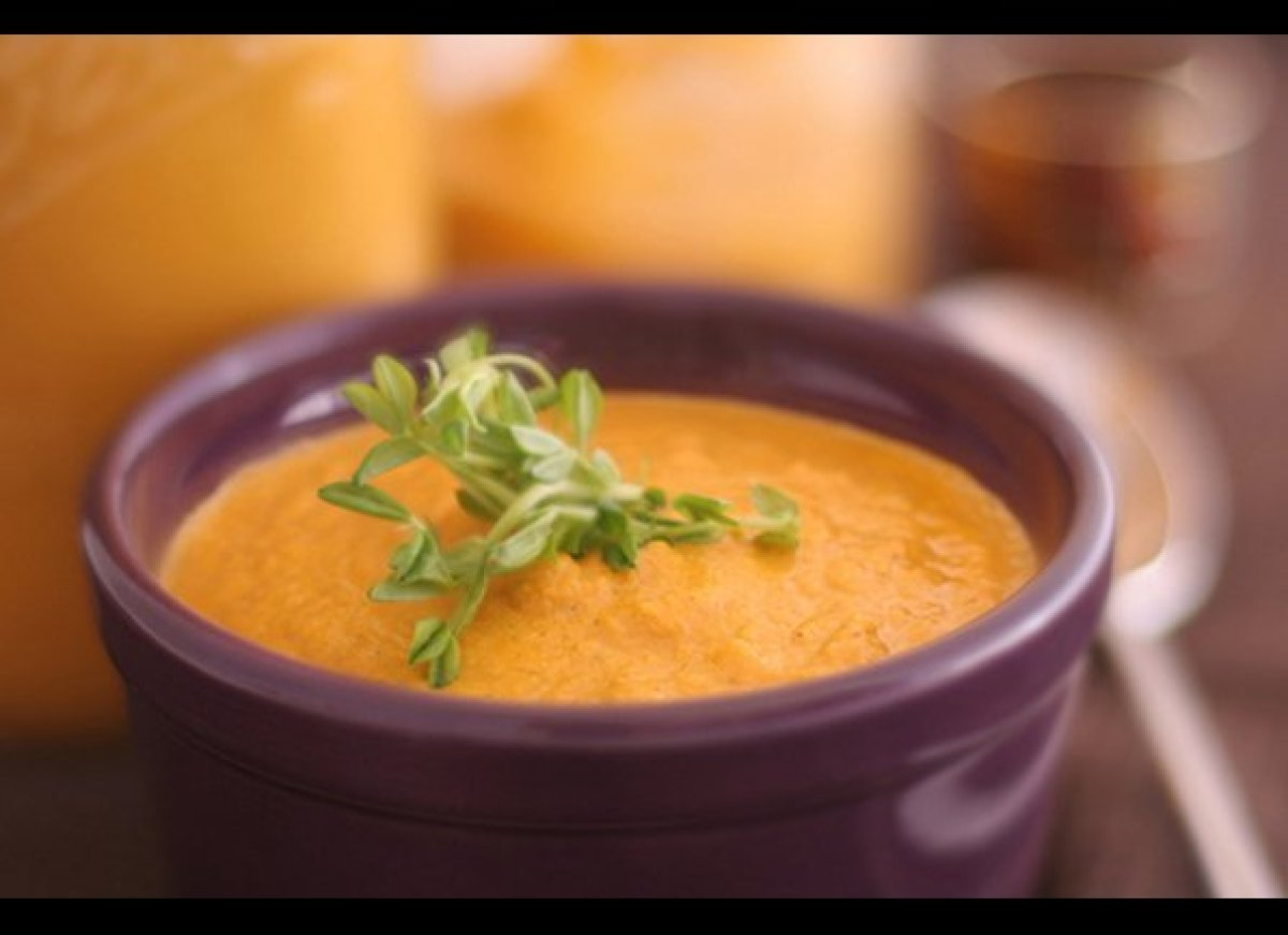 <strong>by Kristen Suzanne</strong> This is a beautiful and creamy soup that is full of fresh, nutritious vegetables that ar