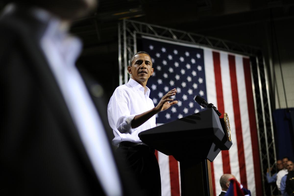 """Barack Obama is 6 feet, 1 inch tall, the <em><a href=""""http://www.azcentral.com/arizonarepublic/local/articles/2011/06/26/2011"""