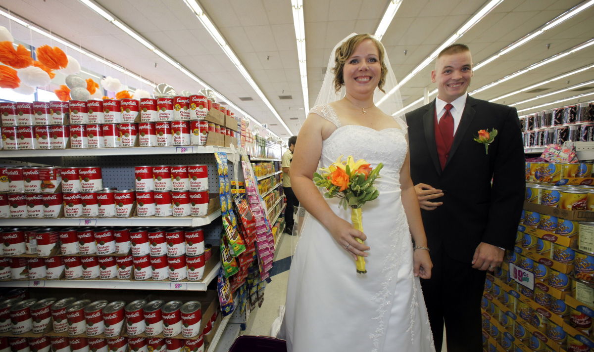 "<a href=""http://blogs.laweekly.com/informer/2009/09/99_cent_only_wedding.php"" target=""_hplink"">A 99 Cents Only Store in Holly"