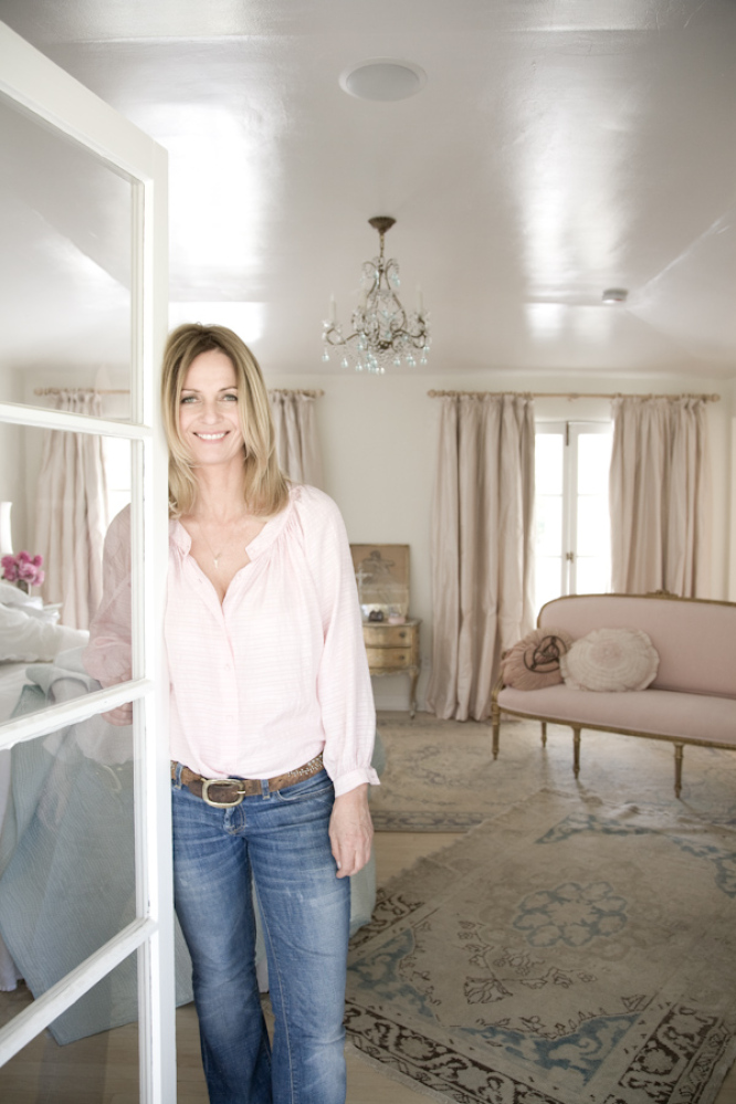 """Tastemaker Rachel Ashwell, who launched the well-known brand <a href=""""http://shabbychic.com"""" target=""""_hplink"""">Shabby Chic</a>"""