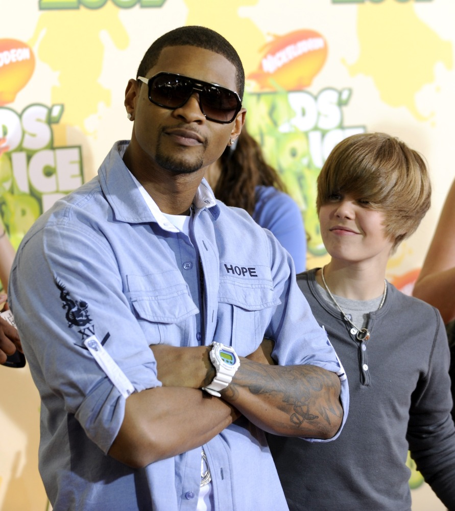 Musicians Usher, left, and Justin Bieber arrive at the 22nd Annual Kids' Choice Awards on Saturday, March 28, 2009, in Los An