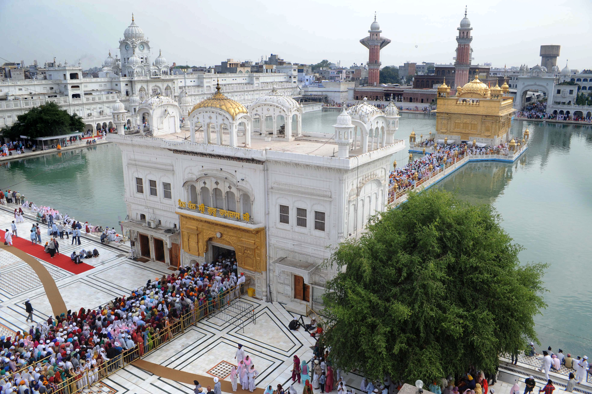 Indian Sikh devotees queue to pay their respects at The Golden Temple in Amritsar on November 9, 2011, on the eve of the 542n