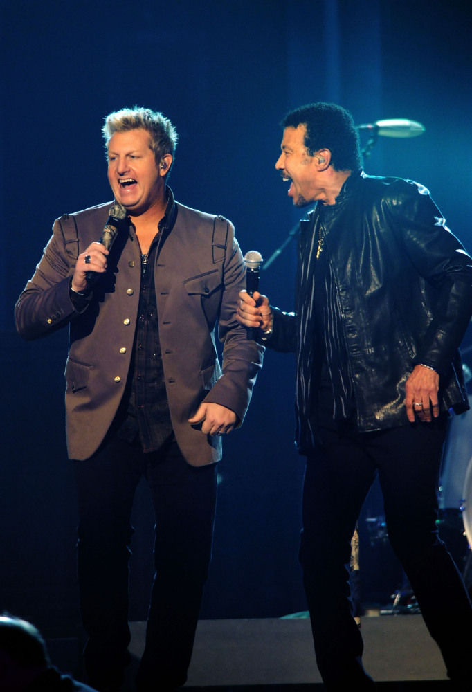 NASHVILLE, TN - NOVEMBER 09:  Lionel Richie performs with Rascal Flatts at the 45th annual CMA Awards at the Bridgestone Aren
