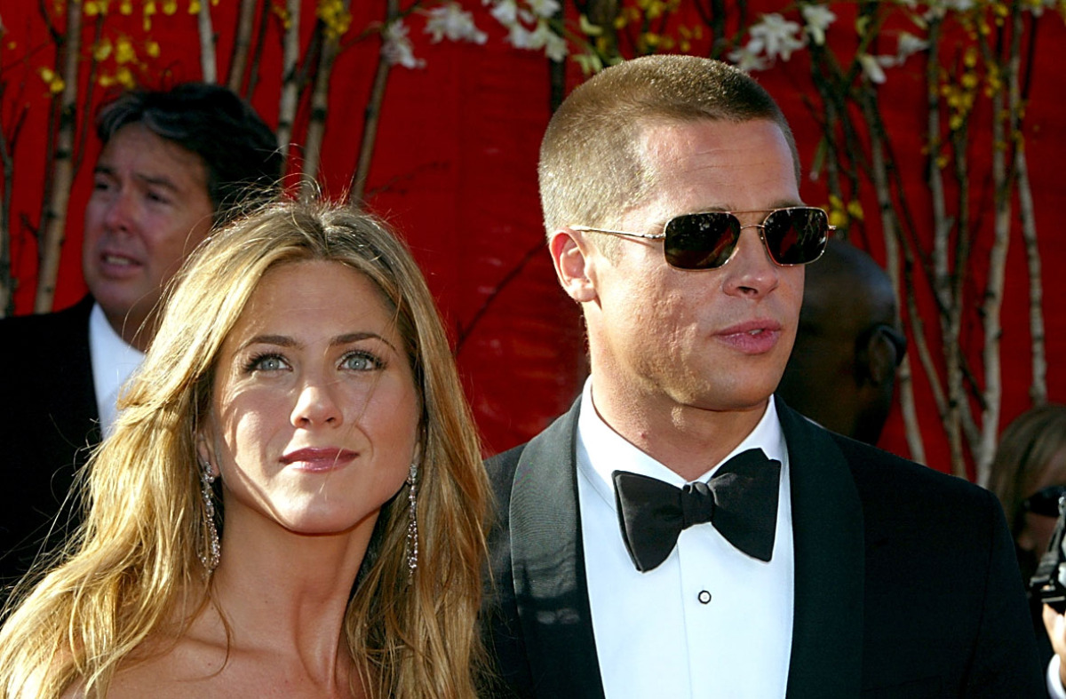 "Jennifer Aniston <a href=""http://today.msnbc.msn.com/id/8797298/ns/today-entertainment/t/aniston-says-pitt-missing-sensitivit"