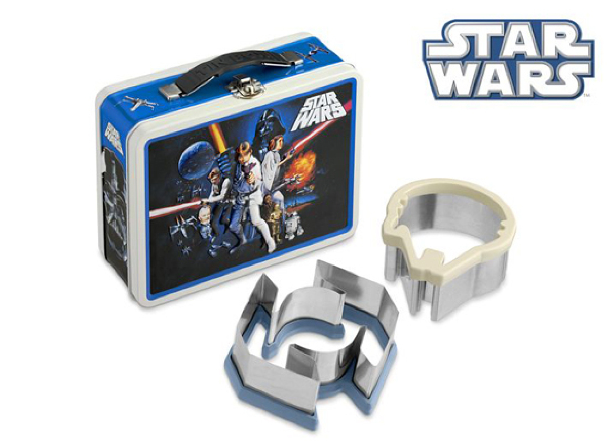 Ideal for school lunches, weekend snacks and parties, this set of two Star Wars sandwich cutters will transform your little J