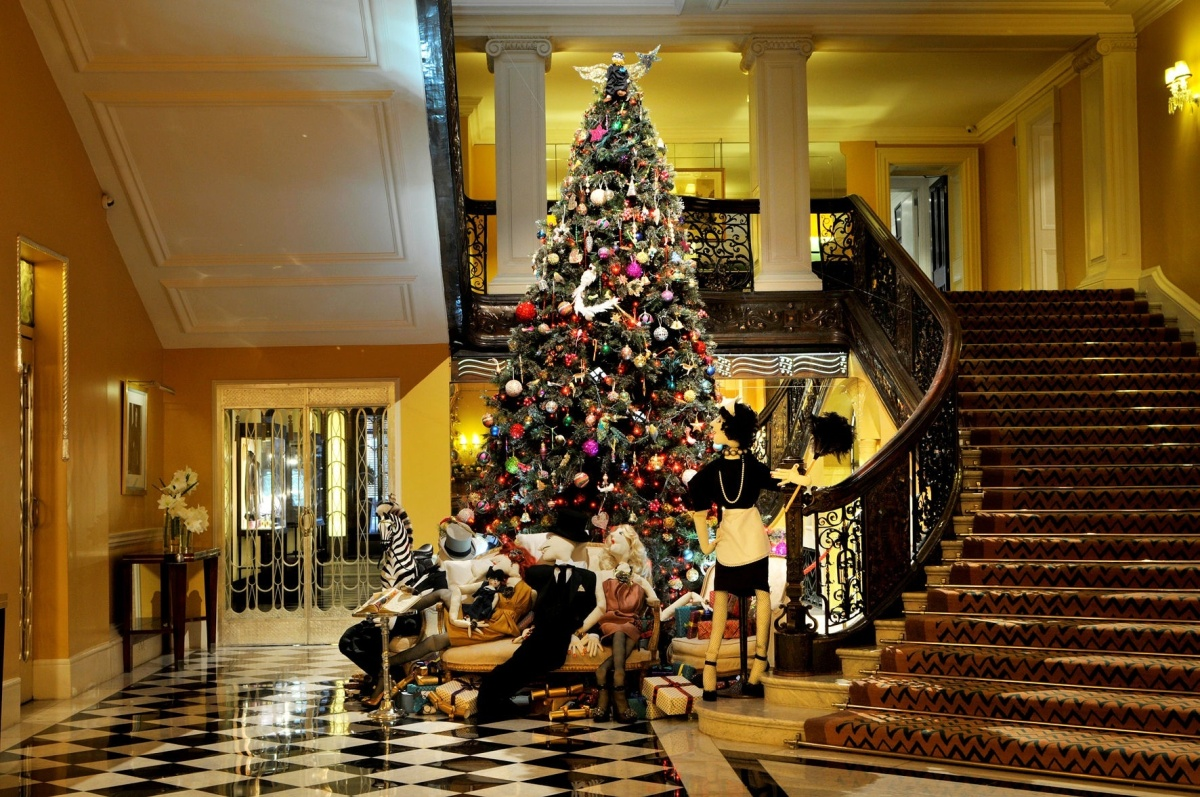 Christmas decoration all around the world - Hotel Holiday Spirit Decorations From Around The World Photos