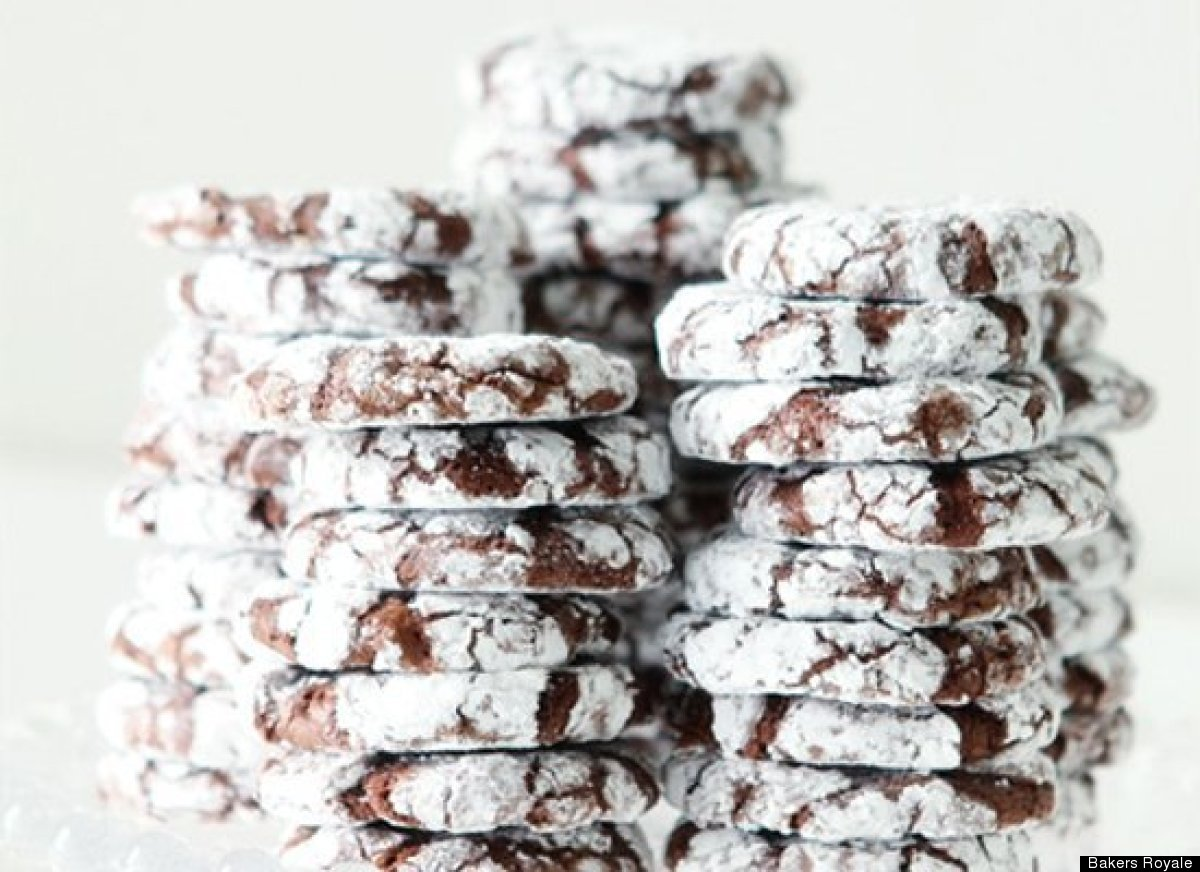 "<strong>Get the <a href=""http://www.bakersroyale.com/cookies/peppermint-crinkle-cookies/"" target=""_hplink"">Peppermint Crinkle"
