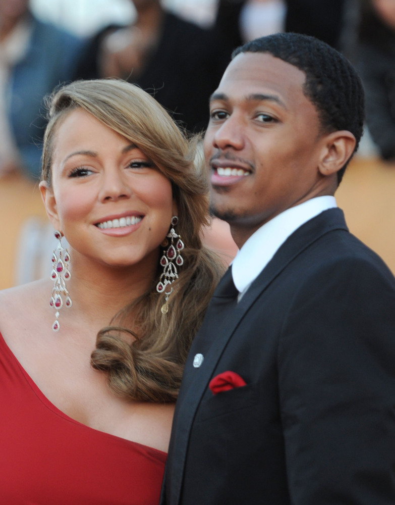 Every new mom deserves a round of applause after giving birth. Mariah Carey's husband Nick Cannon took that quite literally.