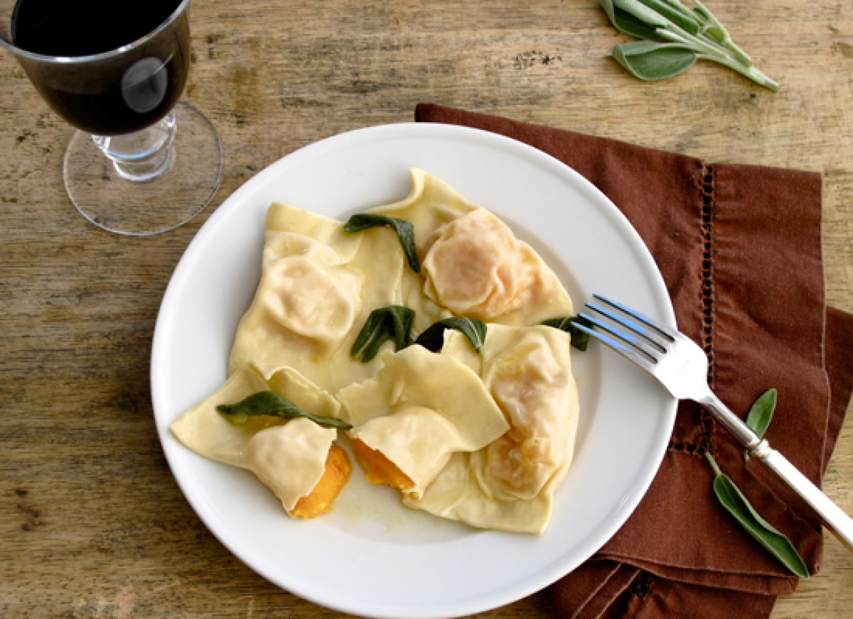 "<strong>Get the <a href=""http://jennysteffens.blogspot.com/2011/09/butternut-squash-ravioli-with-sage.html"" target=""_hplink"">"