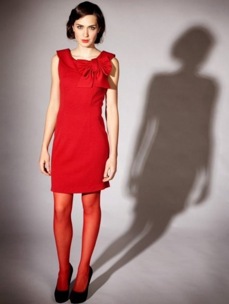 "<a href=""http://ecosalon.com/wp-content/uploads/carrieholiday.jpg"" target=""_hplink"">Carrie Parry's Red Bow Dress</a> is made"