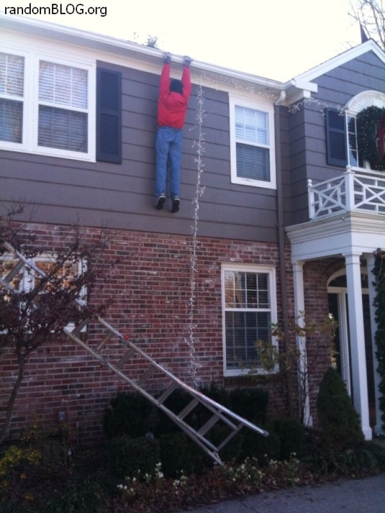 This guy took Christmas FAILS to the extreme and caused quite a scare among neighbors. No, not the guy hanging from the roof