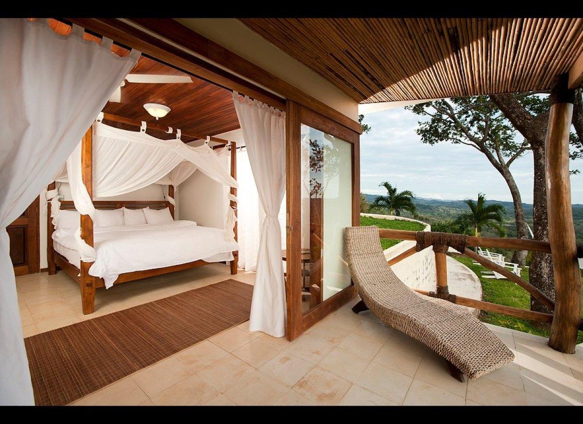 "<a href=""http://travel.mindbodygreen.com/offers/Costa-Rica-Paradise-with-Andrea-Marcum.html"" target=""_hplink"">Costa Rica, vin"