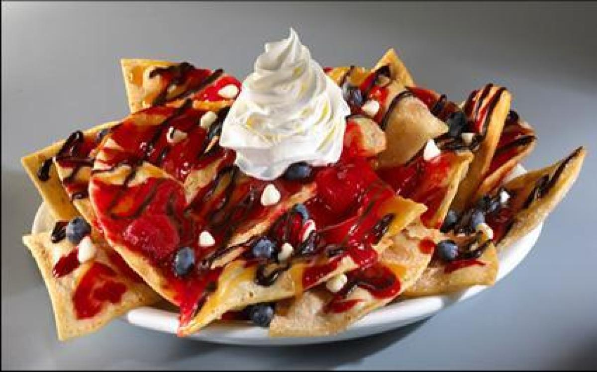 Can't decide between nachos or french toast? Enjoy both with the Sweet Ride Nachos featured on Denny's All Nighter menu. Thes