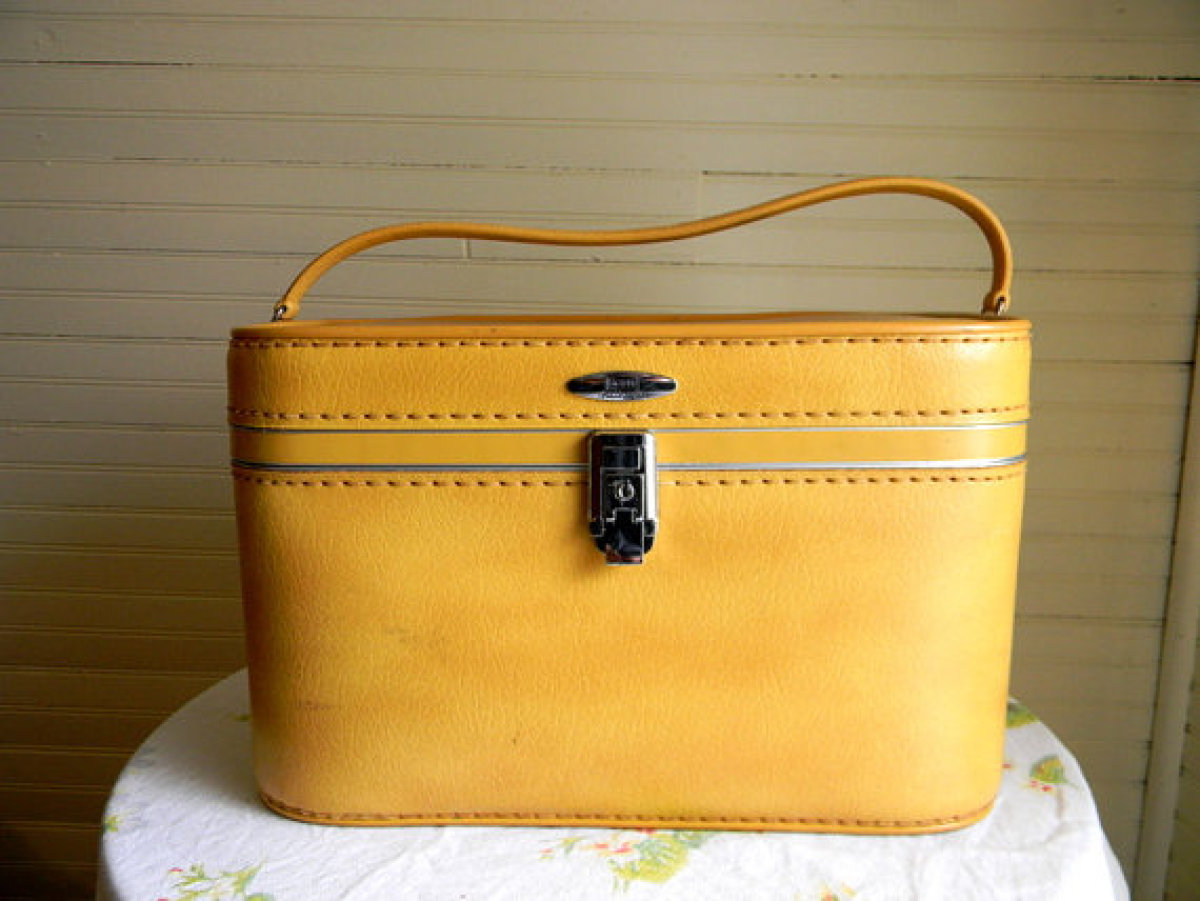 "<a href=""http://www.etsy.com/listing/89260141/vintage-suitcase-train-case?ref=sr_gallery_1&sref=&ga_search_submit=&ga_search_"