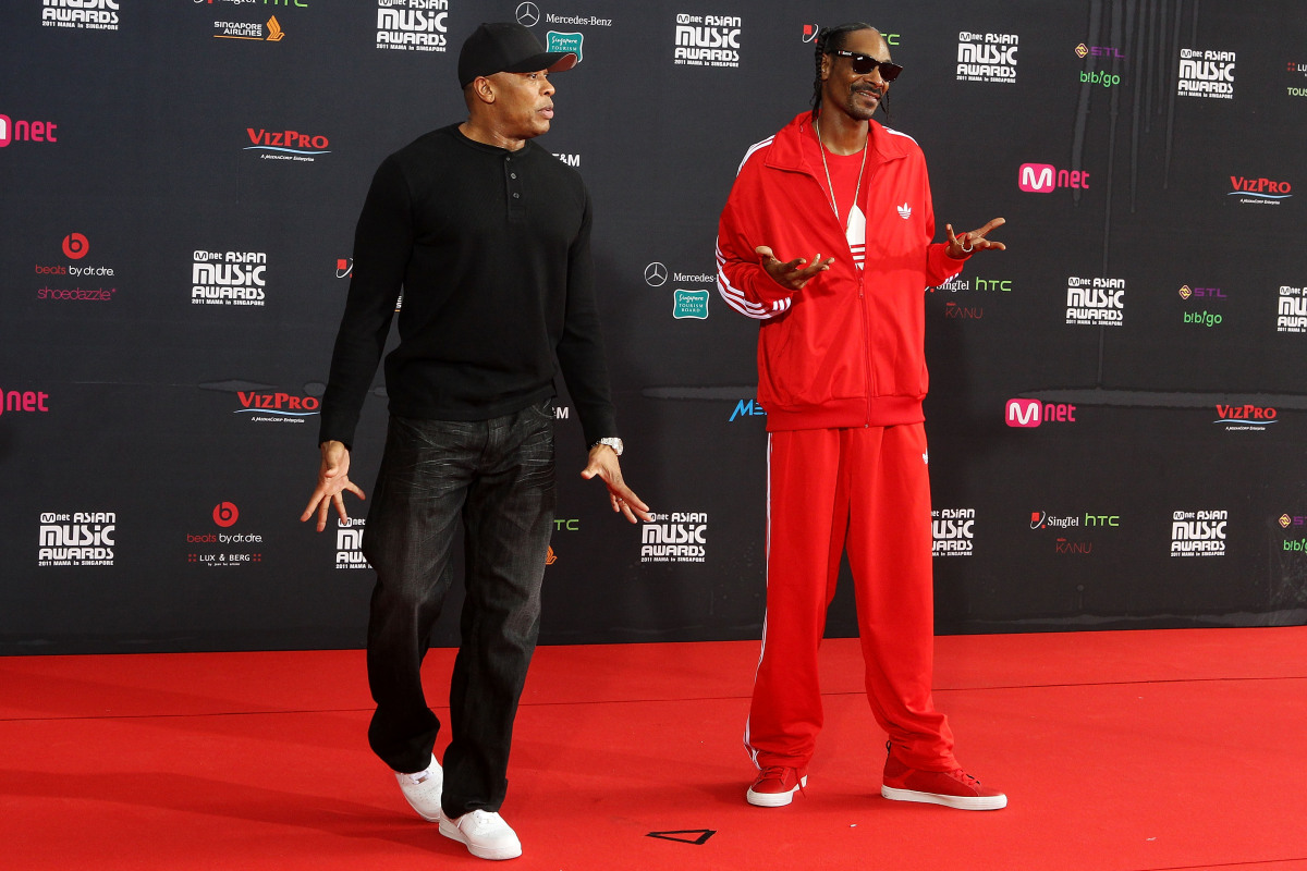 SINGAPORE - NOVEMBER 29: Rap artists Snoop Dogg and Dr. Dre arrive at the 2011 Mnet Asian Music Awards at the Singapore Indoo