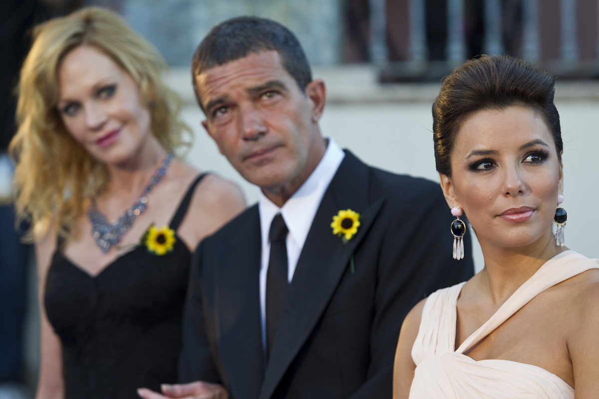 MARBELLA, SPAIN - AUGUST 06:  (L-R) Actress Melanie Griffith, actor Antonio Banderas and actress Eva Longoria arrive for the