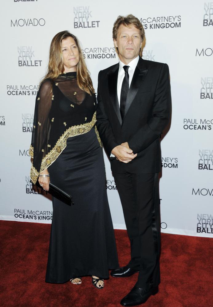 A) Richard Gere  B) Tom Arnold  C) Bruce Willis  D) Jon Bon Jovi