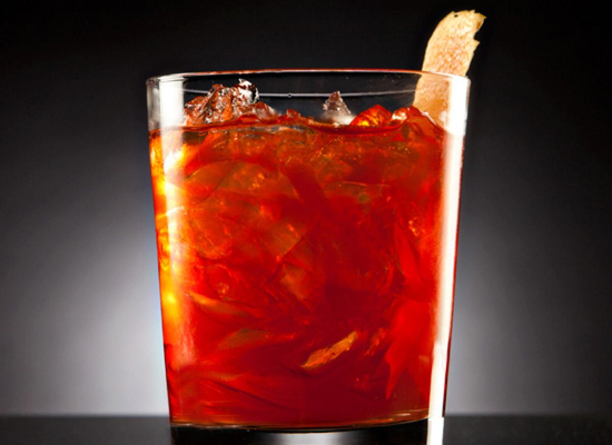 """The classic <a href=""""http://liquor.com/cocktails/negroni/?utm_source=huffpo&utm_medium=articl&utm_campaign=wintercitrus"""">Negr"""