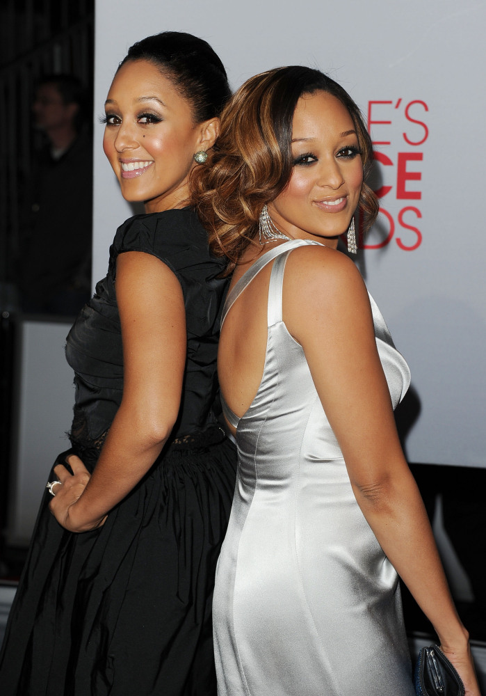 LOS ANGELES, CA - JANUARY 11: Actresses Tamera Mowry and Tia Mowry arrive at the 2012 People's Choice Awards held at Nokia Th