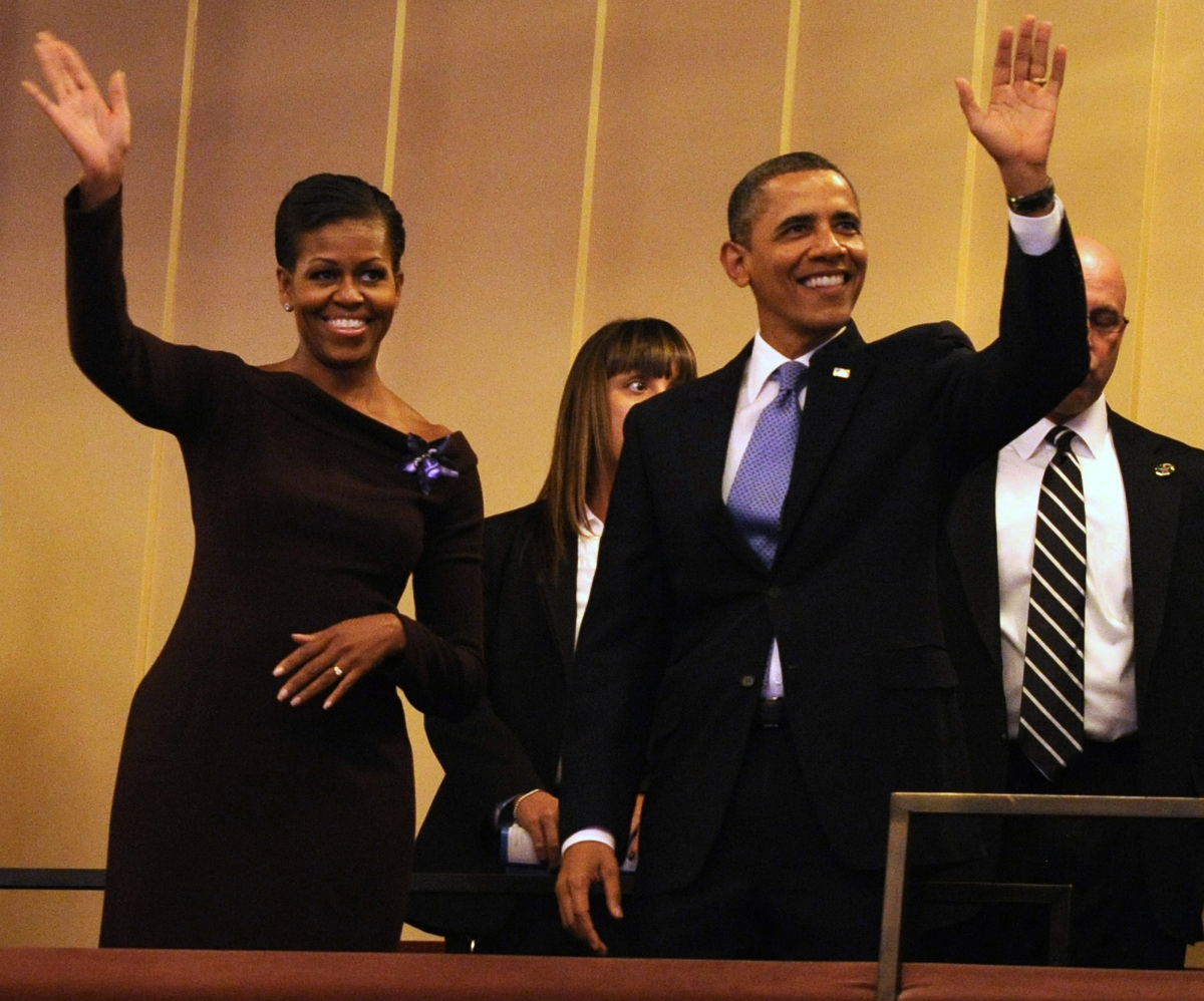 WASHINGTON, DC - JANUARY 16:  (AFP OUT) U.S. President Barack Obama and first lady Michelle Obama wave to guests as they arri