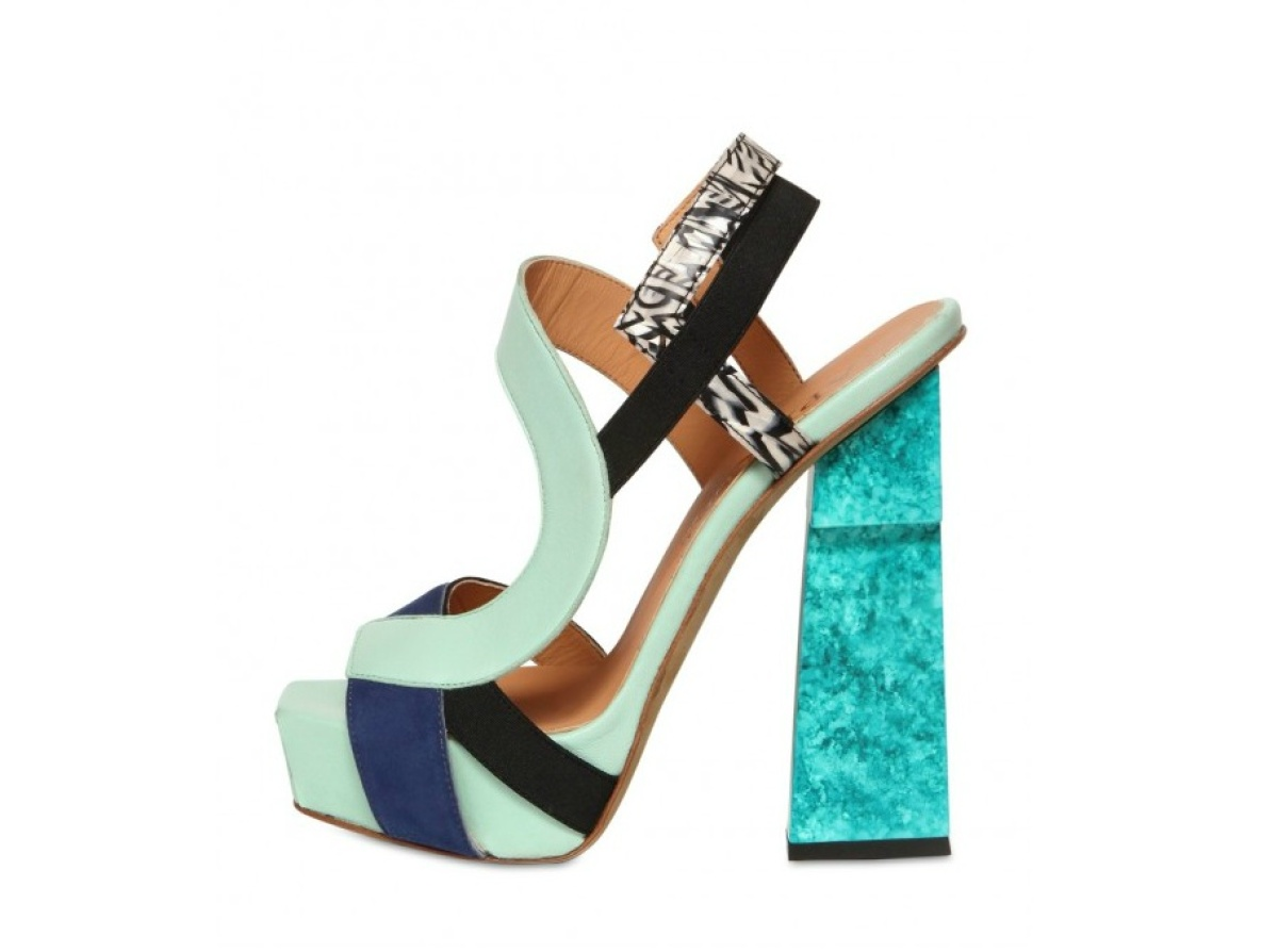 """<a href=""""http://www.luisaviaroma.com/index.aspx?#getData.aspx