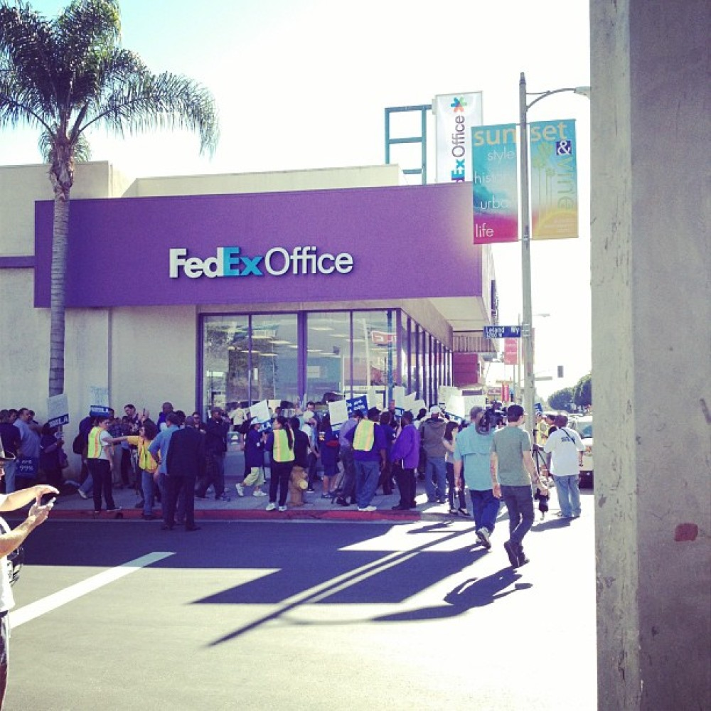 """Protesters surround the FedEx branch in Hollywood on Wednesday.   Photo by <a href=""""http://twitter.com/RushVarela"""" target="""""""