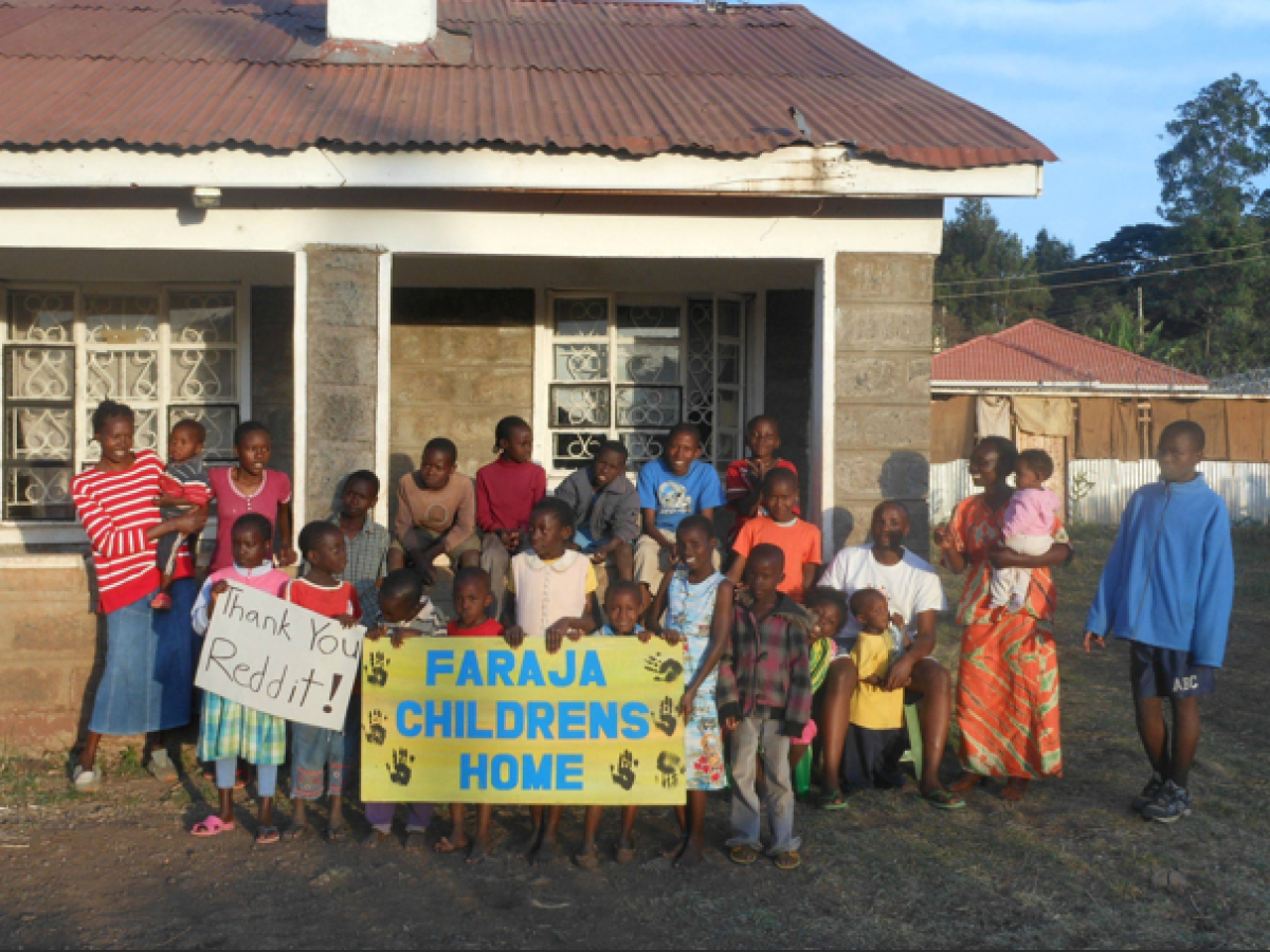 """A thankful group at the Faraja Orphanage in Kenya.   Photo by <a href=""""http://imgur.com/JZUXw"""" target=""""_hplink"""">TheLake, Im"""