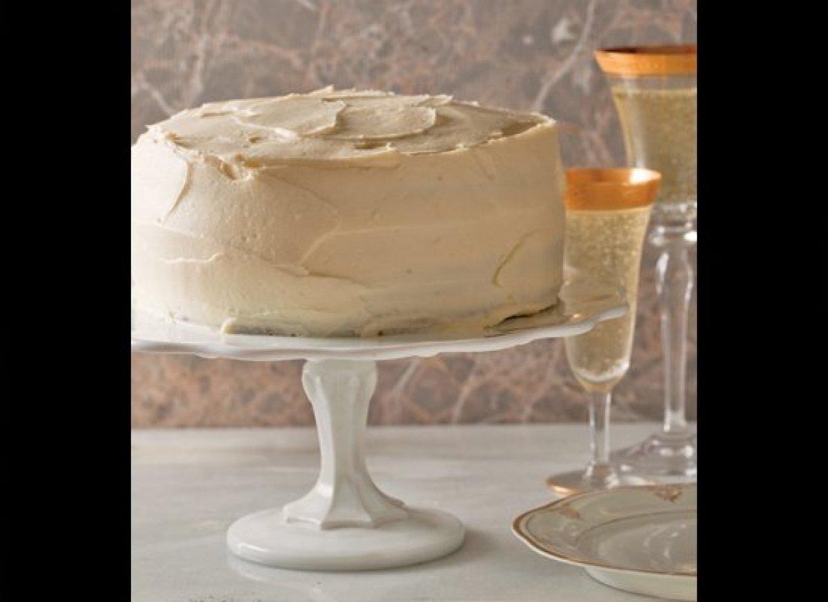"<strong>Get the <a href=""http://www.huffingtonpost.com/2011/10/27/spiced-carrot-cake_n_1061487.html"" target=""_hplink"">Cream C"