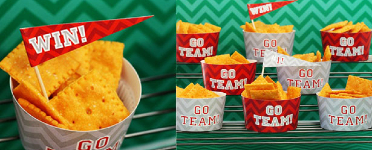 Serve snacks in these adorable 'go team' cups. We love the toothpick flags too -- they're perfect for cupcakes! Visit <a href