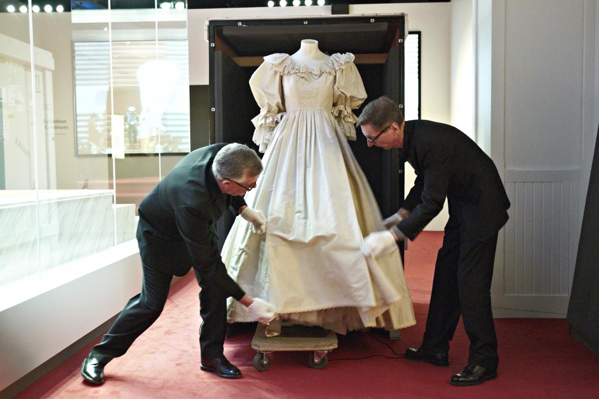 Princess Diana Wedding Dress: Scrapbook Up For Auction | HuffPost