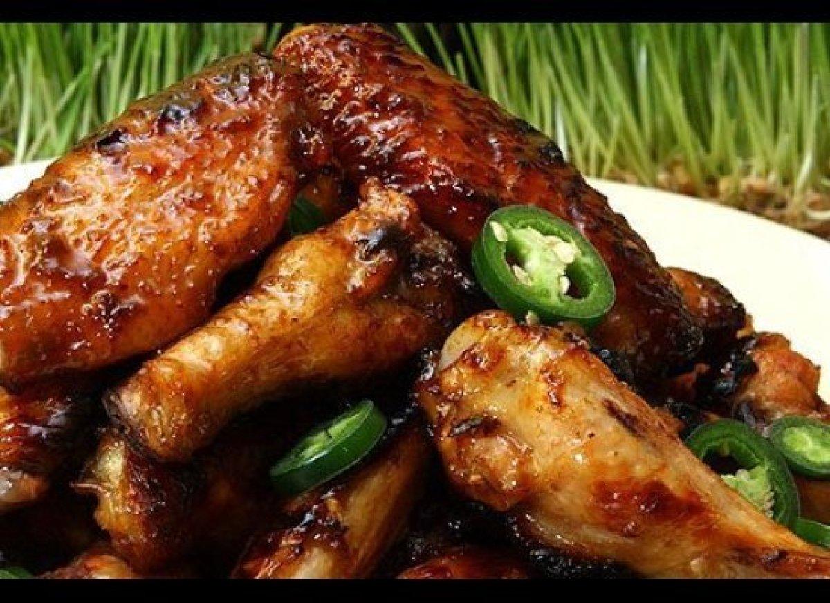 "<strong><a href=""http://www.imbibemagazine.com/Coca-Cola%E2%80%93Glazed-Chicken-Wings-Recipe"" target=""_hplink"">Coca-Cola-Glaz"