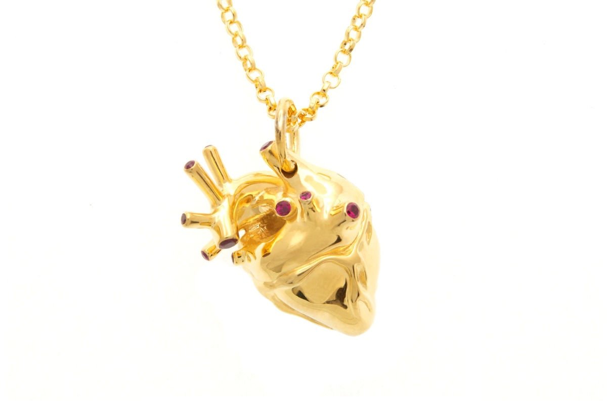 """If you're going to spend $348 for a gold heart pendant, at least make sure it's an accurate representation. <a href=""""http://w"""