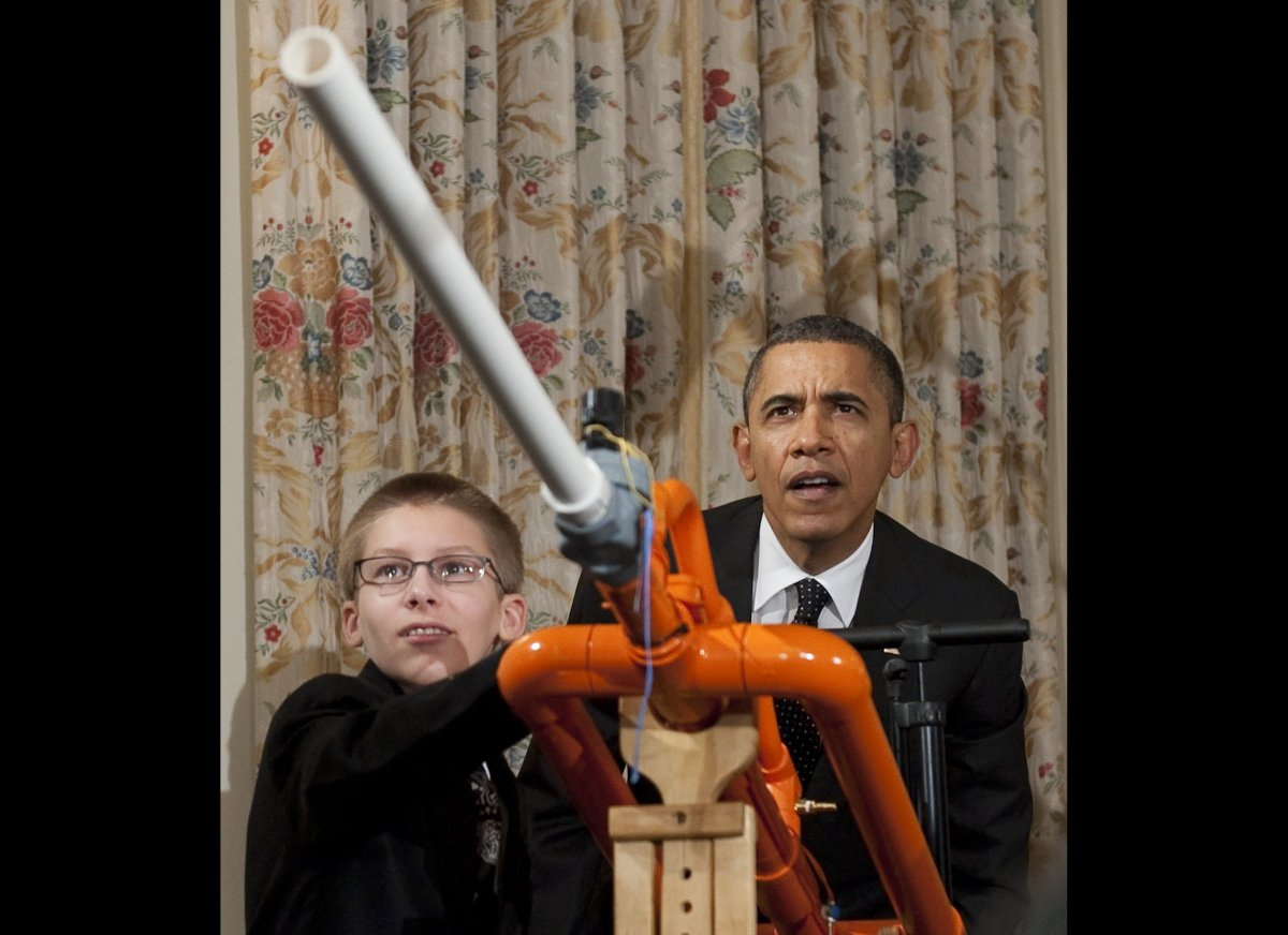 US President Barack Obama and 14-year-old Joey Hudy of Phoenix, Arizona, take aim prior to launching a marshmallow from Hudy'