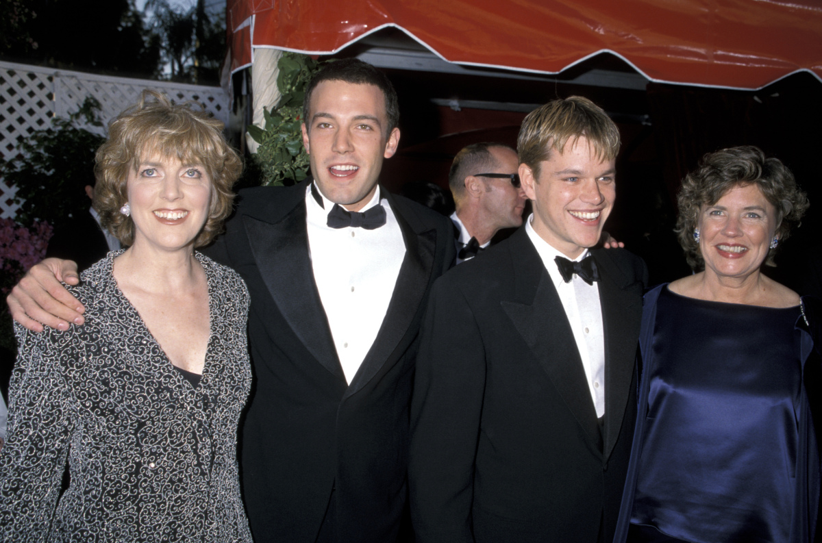 Chris Affleck, Ben Affleck, Matt Damon and mother Nancy Carlson-Paige at the 70th Annual Academy Awards, March 23, 1998.