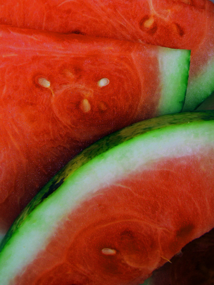 """<a href=""""http://www.thatsfit.com/2009/07/23/eat-your-hydration/"""" target=""""_hplink"""">Watermelon</a> is a great source of hydrati"""