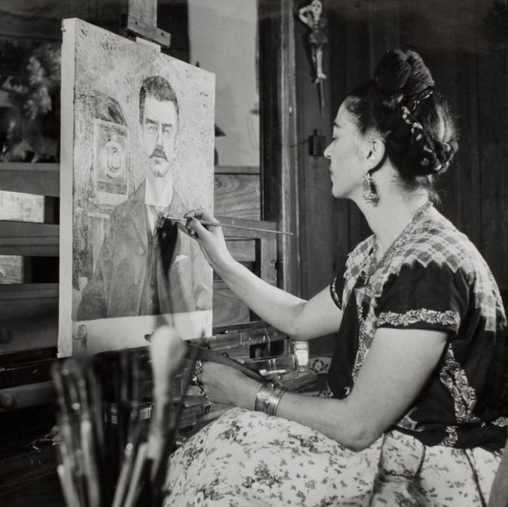 "Go check out <a href=""http://artisphere.com/"" target=""_hplink"">Artisphere</a>'s <strong>Frida Kahlo</strong> exhibit, which o"