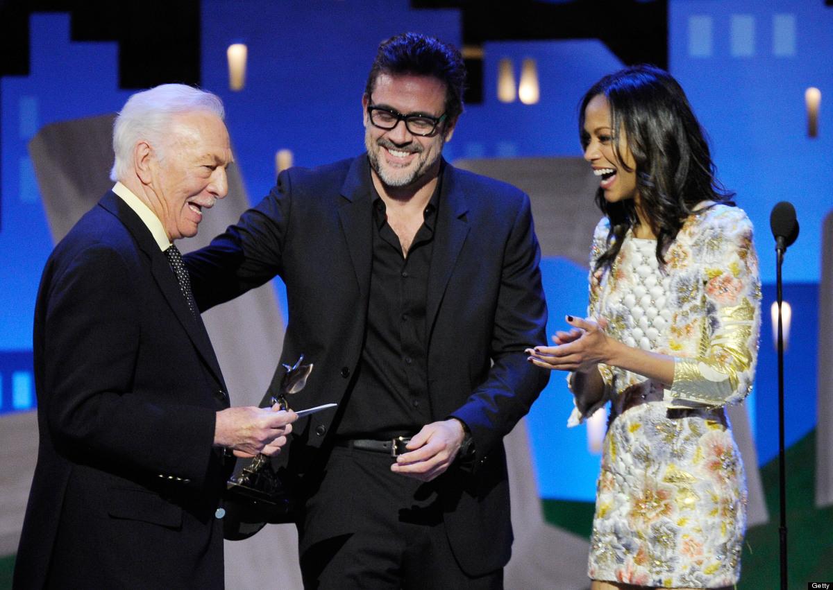 SANTA MONICA, CA - FEBRUARY 25:  Actors Jeffrey Dean Morgan (C) and Zoe Saldana (R) present actor Christopher Plummer (L) the