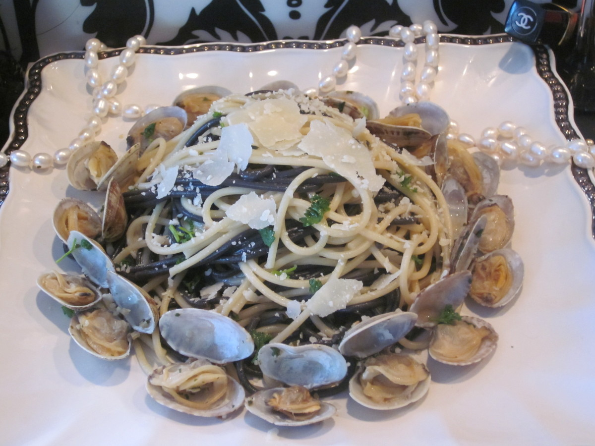 <strong>Ingredients</strong> 3 pounds Manila clams (Littleneck are fine as well) 3 tablespoons butter 1 tablespoon extra v