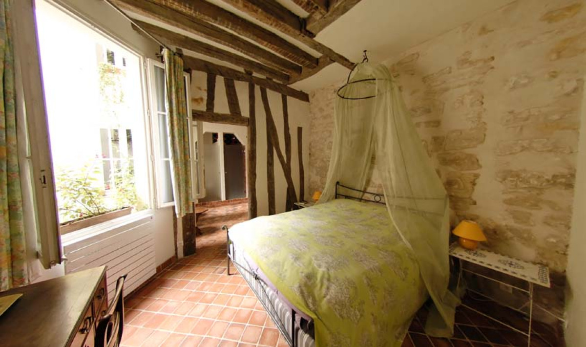 "Experience life in the heart of Le Marais district of Paris when you stay at <a href=""http://www.bonne-nuit-paris.com/"" targe"