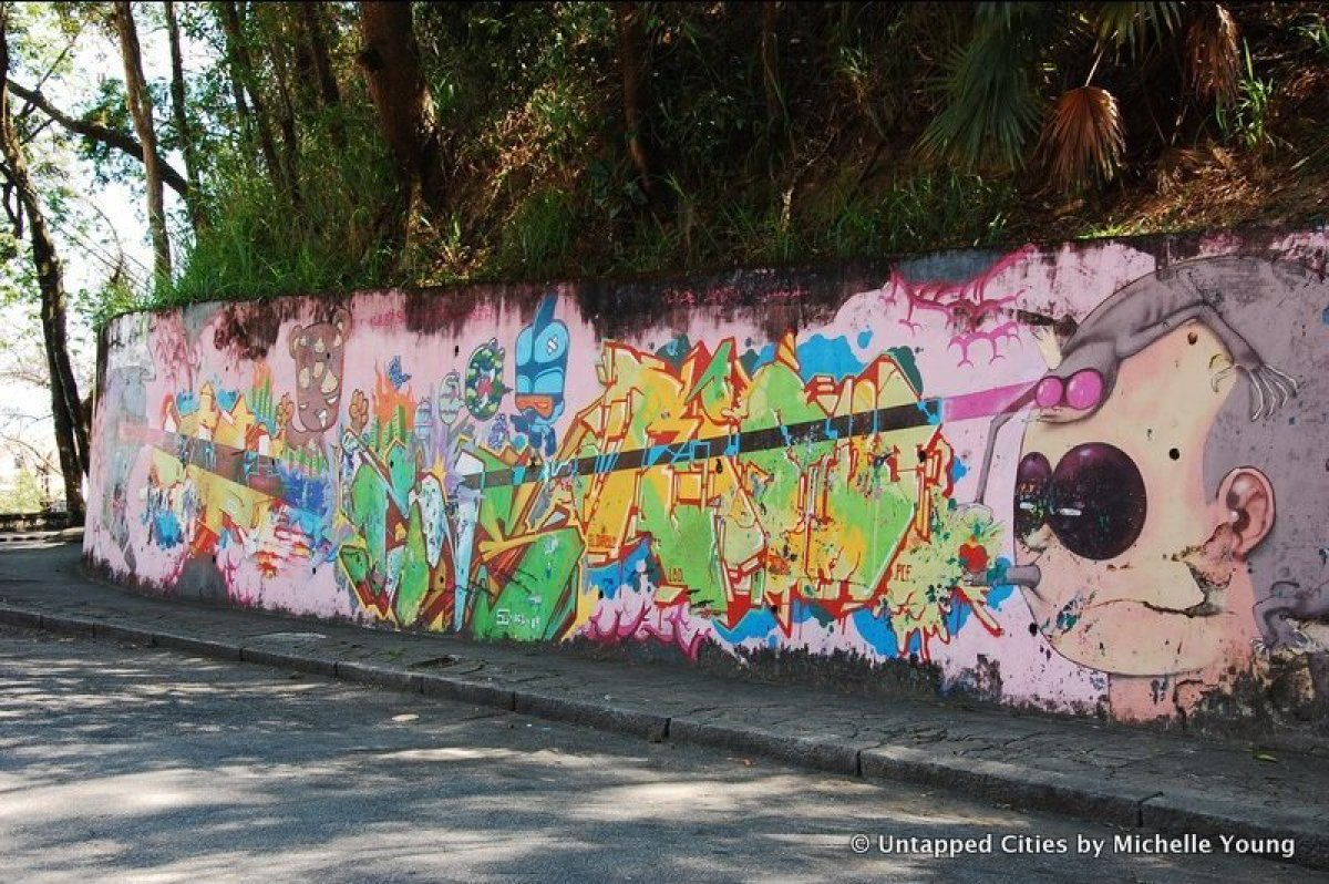 The steep hills of Santa Teresa require long infrastructure walls to keep in the terrain, creating ample canvases for street