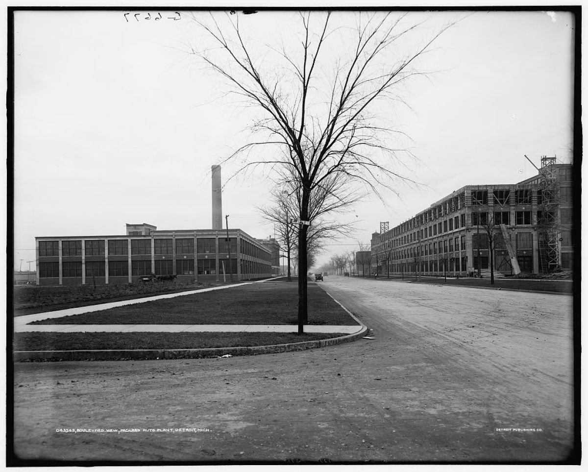Title: Boulevard view, Packard auto plant, Detroit, Mich. Related Names: Detroit Publishing Co. , publisher Date Created/Pu