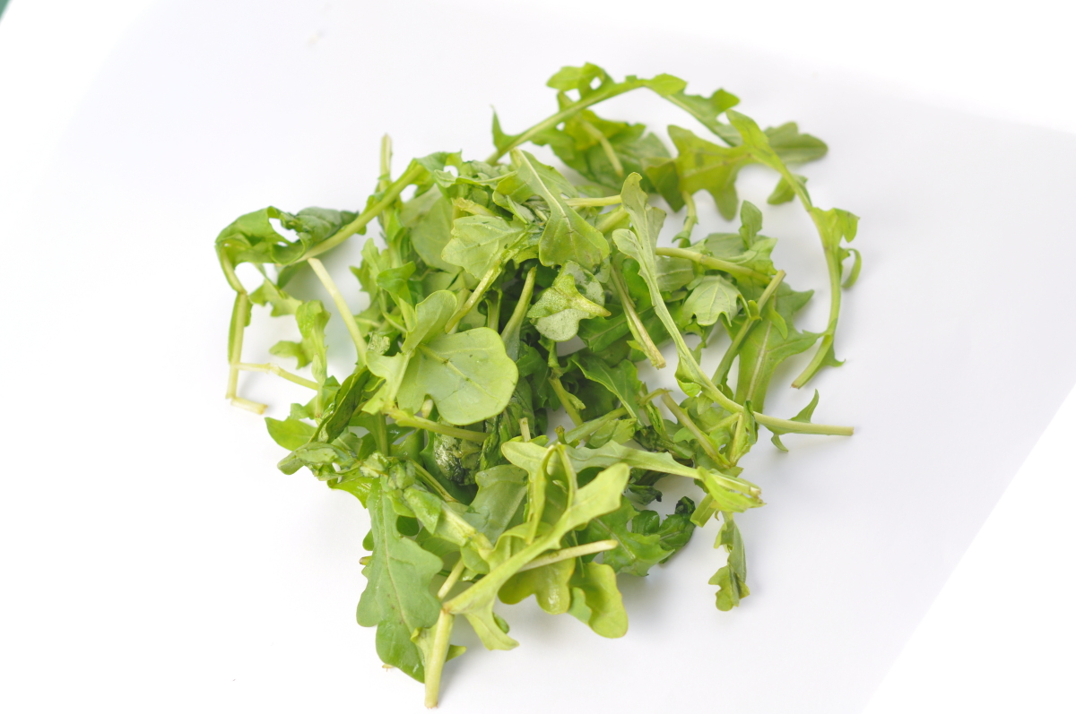 Fresh greens are delicious when served alongside an egg dish, but they can be even tastier when inside an omelette. Arugula i