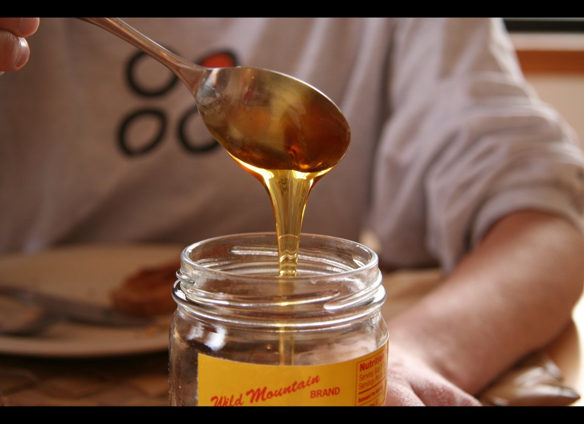 A lot of people believe that delicious honey will make them immune to pollen. But there's one huge flaw in that logic, which