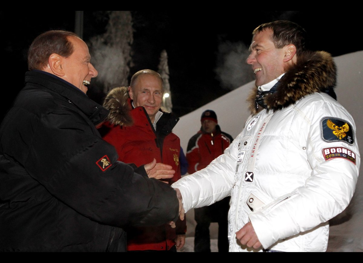 This picture taken on late March 7, 2012, shows Russia's outgoing President Dmitry Medvedev (R) and newly elected Vladimir Pu