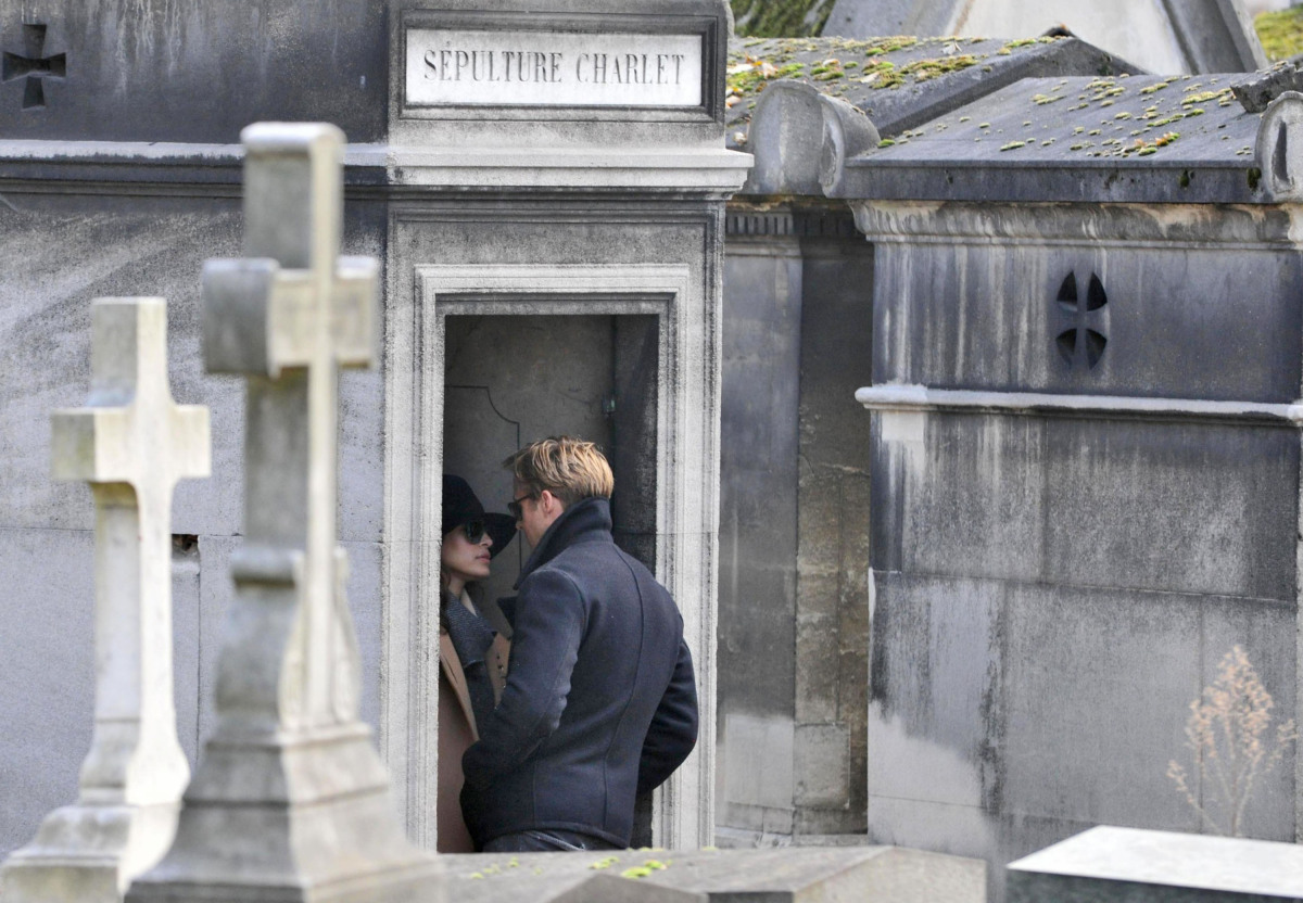 Eva Mendes and Ryan Gosling ducked behind a monument in a Parisian cemetery to steal a kiss. Though the couple was rumored to
