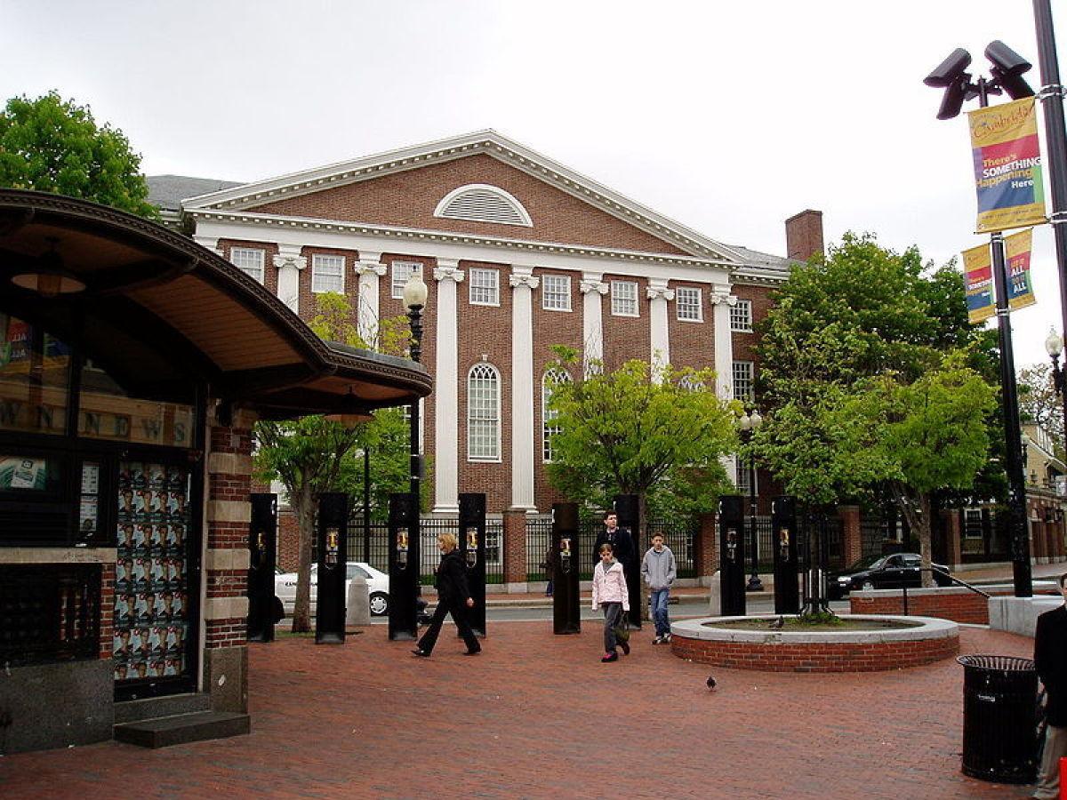 "Massachusetts  Photo <a href=""http://commons.wikimedia.org/wiki/File:Cambridge_Harvard_Square.JPG"" target=""_hplink"">Credit<"