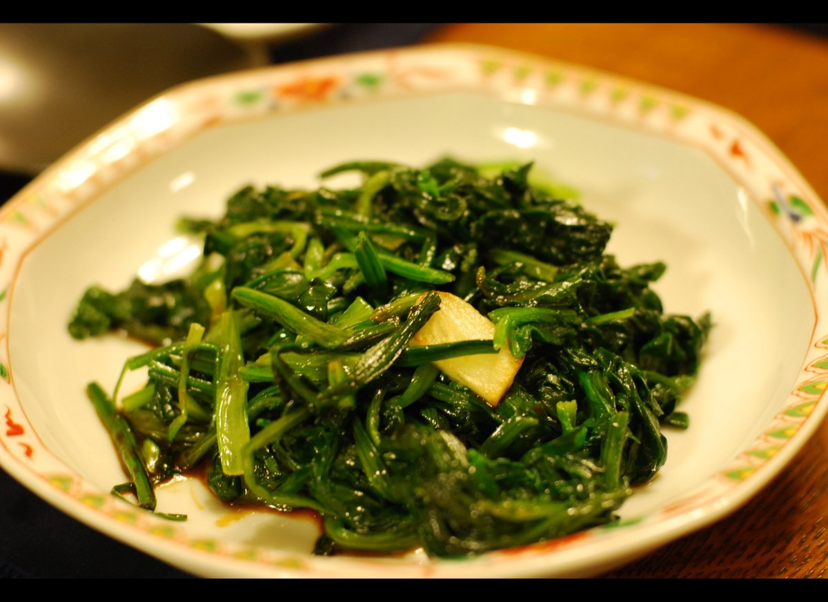 A 2006 study in <em>Neurology</em> showed that people who ate two or more daily servings of vegetables, especially leafy gree