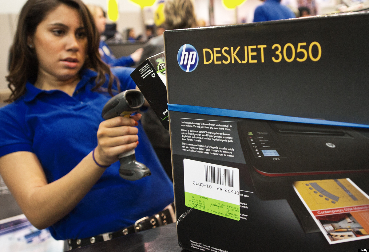 A cashier scans in customer's purchases at the Fair Lakes Best Buy store in Fairfax, Virginia on November 25, 2011.   AFP P